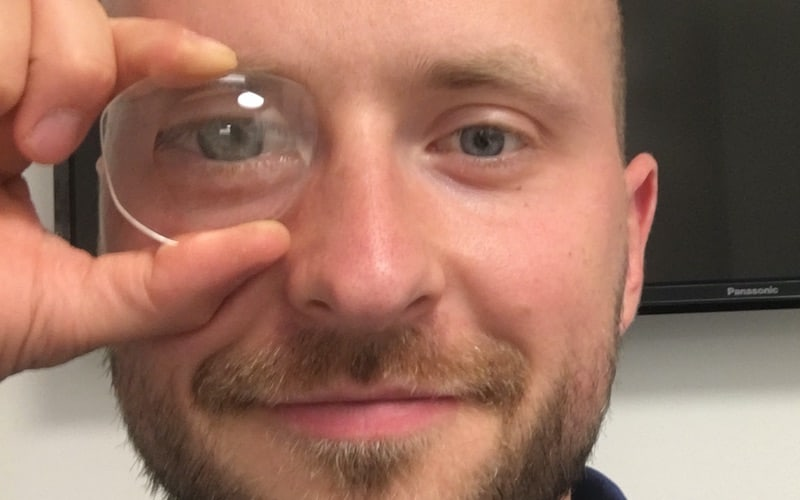 This picture shows the master optician Michael Penczek with a plus lens in front of his eye to show the magnifying effect