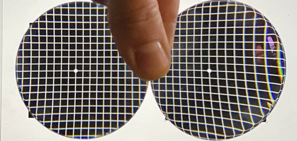 the picture shows a aspheric lens for hyperopes and a spherical lens